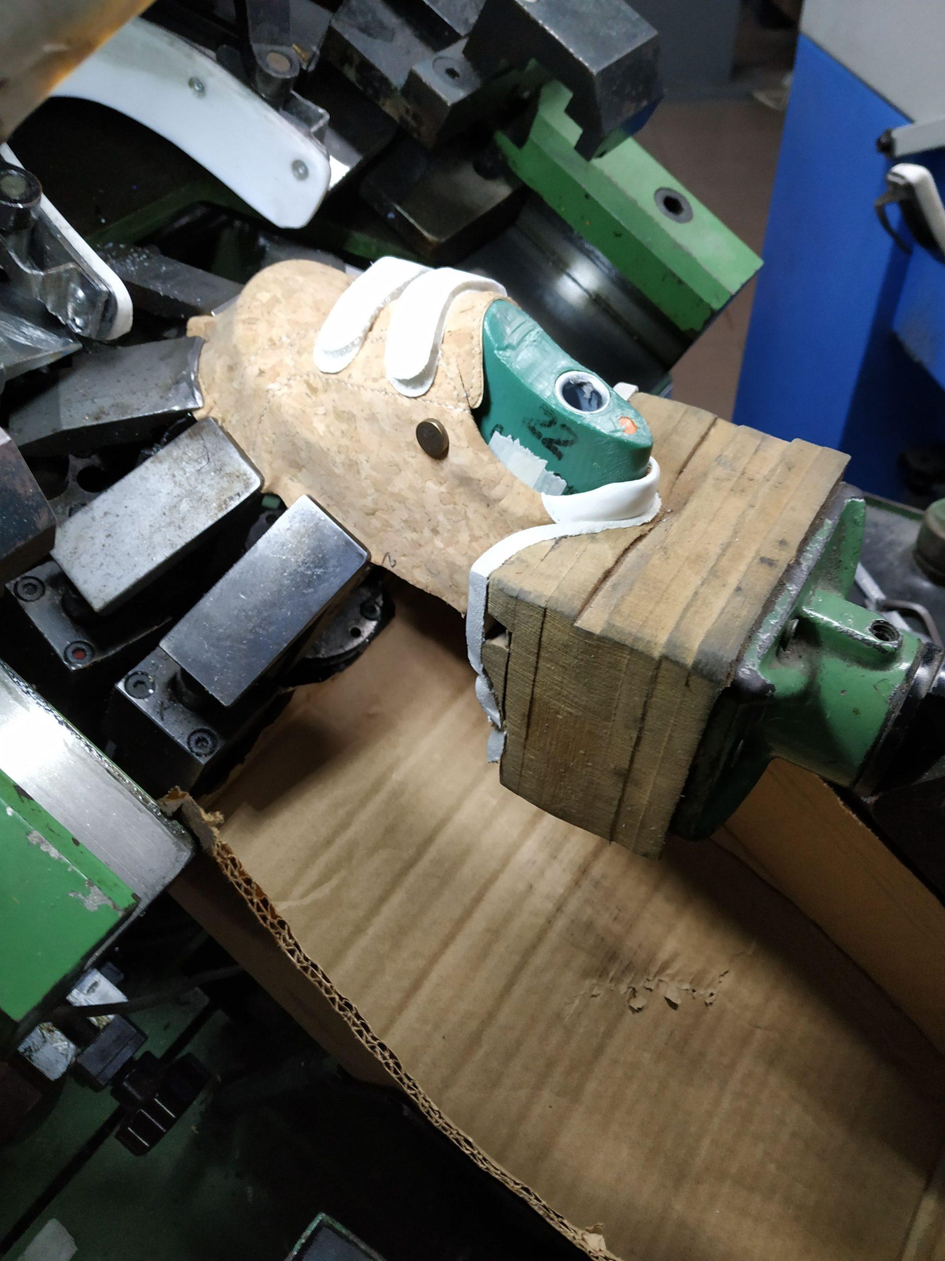 making kid shoe